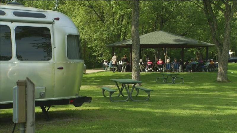A cross country caravan centered around Bob Dylan's