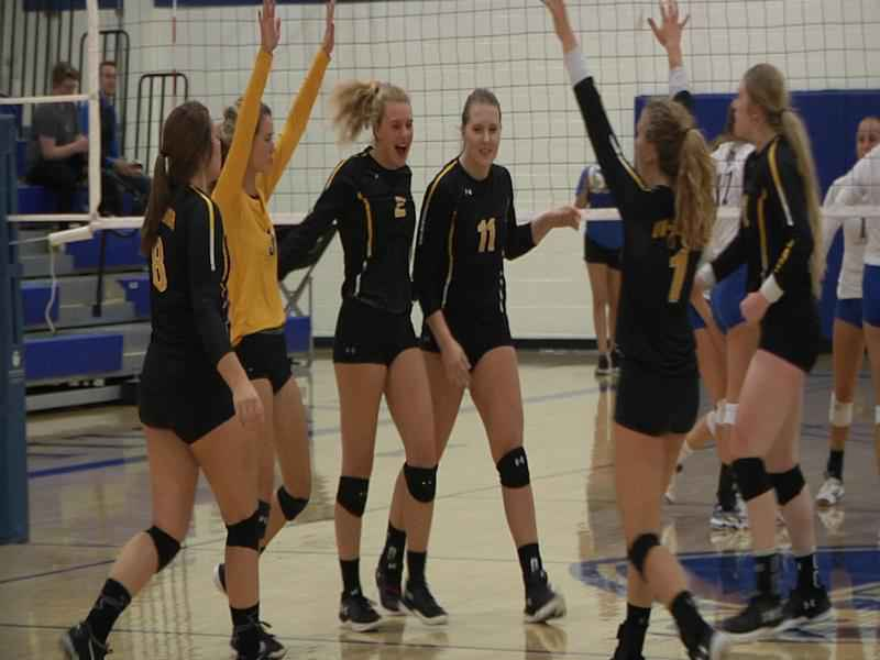 UW-Superior volleyball takes triangular.