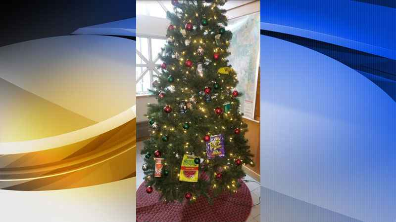 2 Minneapolis Cops On Leave After Controversial Christmas Tree Decor