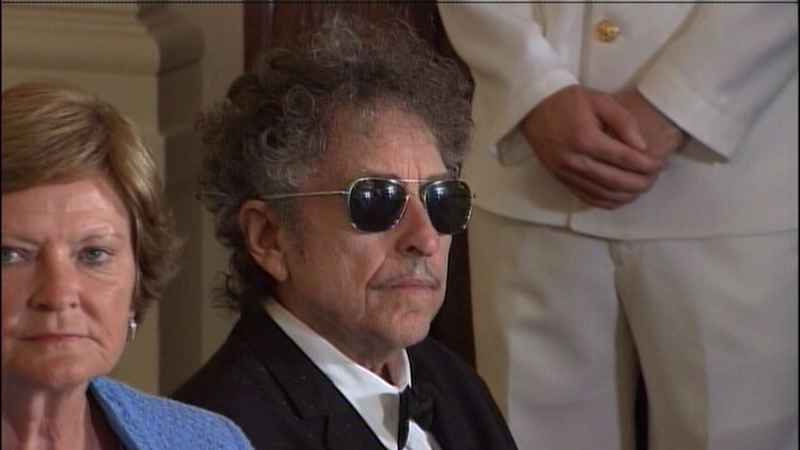 Bob Dylan, seen at a White House Medal of Freedom ceremony in 2012, is opening a whiskey distillery in Nashville.